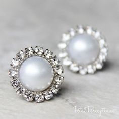 These are perfect for the bride to be! Choose white or ivory pearls in a silver, gold or rose gold setting. Pearl Earrings Wedding, Bridesmaid Earrings, Bridal Earrings, Pearl Jewelry, Gemstone Jewelry, Wedding Jewelry, Fine Jewelry, Stud Earrings, Bridesmaids
