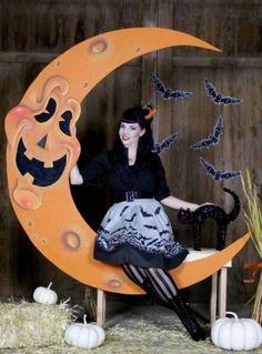 Retro Halloween, Halloween Prop, Spooky Halloween, Halloween Fotos, Halloween Geist, Halloween Backdrop, Halloween Birthday, Outdoor Halloween, Diy Halloween Decorations