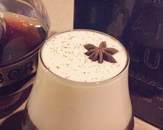Cuando utilizo nata me gusta destacar con algún elemento del cóctel, en este caso, canela rallada y anís estrellado