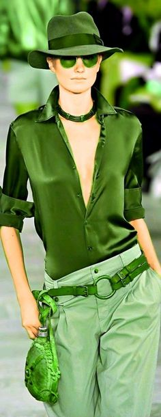 Total green look Moda Casual, Casual Chic, Casual Wear, Estilo Glamour, Runway Fashion, Womens Fashion, Cool Style, My Style, Schneider