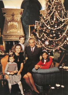 Princess Caroline of Monaco with her family at Christmas time. Princess Grace Kelly, Princess Caroline Of Monaco, Princesa Carolina, Monaco Royal Family, Film Awards, Amazing Grace, Beautiful Children, Old Hollywood, American Actress
