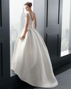 De la nota: Two by Rosa Clará 2015: Vestidos de novia con bolsillos  Leer mas: http://www.hispabodas.com/notas/2872-two-by-rosa-clara-novias-con-bolsillos