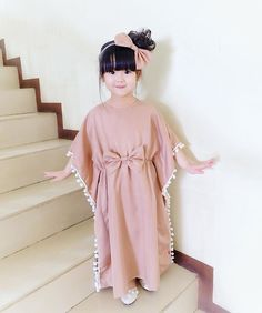Mode Kinder Fashion kids Mode Kinder I-oun I-oun Ohm Kids Dress Wear, Kids Gown, Baby Dress Design, Frock Design, Frocks For Girls, Little Girl Dresses, Kids Abaya, Kids Kaftan, Dress Anak