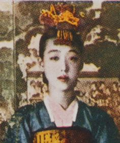 LeeNanHyang (1900-1979), was one of the last kisaengs, singer, and dancer. She married a journalist after retirement.