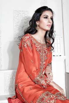 You are in the right place about clothes for women 2019 Here we offer you the most beautiful pictures about the clothes for women korean you are looking for. When you examine the part of the picture y Pakistani Formal Dresses, Pakistani Fashion Party Wear, Pakistani Wedding Outfits, Pakistani Couture, Pakistani Dress Design, Indian Fashion, Pakistani Clothing, Wedding Hijab, Women's Fashion
