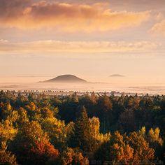Legendary hill Říp in the mist (Central Bohemia), Czechia Wonderful Places, Beautiful Places, Houses In France, The Great Escape, Prague Czech, Nature Photos, Czech Republic, Continents, Cool Pictures