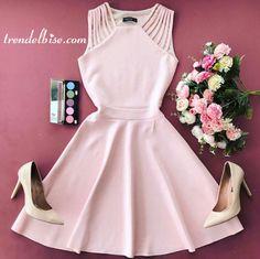 Trendelbise.com sayesinde Omzu Biyeli Kloş Elbise - Pudra elbiseyi hemen alın.