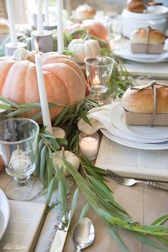 These 15 Gorgeous Thanksgiving Tables have so many different ways you can make Thanksgiving a happy gathering. Make your Thanksgiving table shine this year. Thanksgiving Table Centerpieces, Thanksgiving Table Settings, Thanksgiving Tablescapes, Holiday Tables, Thanksgiving Ideas, Holiday Ideas, Fall Home Decor, Autumn Home, Autumn Fall