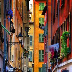 Les belles façades du vieux Nice