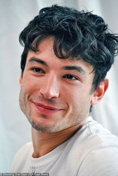 10 Studs Who Made Us Throw Our Standards of Beauty Out the Window Ezra Miller, Beautiful Men, Beautiful People, 3 4 Face, Fringe Haircut, Face Study, Handsome Boys, Pretty Boys, Pretty People