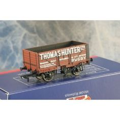 Bachmann 37-2009K, 7 Plank end door Open Wagon , 'Thomas Hunter' in Brown with metal wheels. Bachmann Collectors Club Model not used Condition A in A Box £9.50