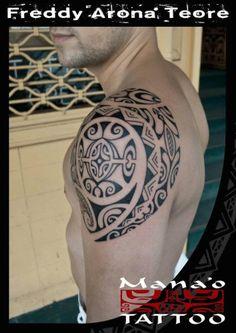 Tatuajes de hombro polinesios hombre