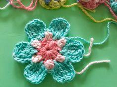 little woollie: Dotty flower pattern