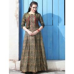 Our shrugs are the perfect way to moderately add warmness to really an outfit but still looking trendy. Long Dress Design, Stylish Dress Designs, Designs For Dresses, Stylish Dresses, Indian Designer Outfits, Indian Outfits, Designer Dresses, Pakistani Dress Design, Pakistani Dresses