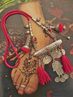 Nomadic tribal necklace - hippie chic - boho - gypsy - marocco - fatma - hamsa…
