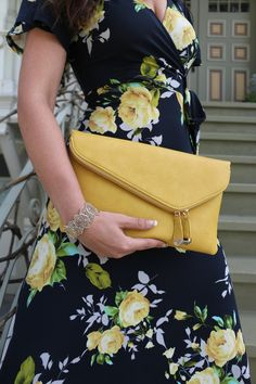 Brighten up your day #UrbanExpressions #clutch #accessories #herstyle #ambiancesf @urbanexpressions