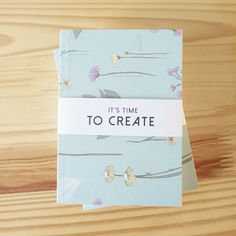 Es tiempo de crear y planear momentos muy especiales 🌿 Kit escritorio Edición Limitada Amor y Amistad [libreta + borrador + cartuchera + lápices + planta + empaque] @ennamercadodeideas@catalinagraphic @jabalinas 🌿 [Sólo 50 unidades disponibles] Info: 3186083503 - 3105211416 #kit #regalos #AmorYAmistad #gifts #RegalosAmorYAmistad #Illustrated#Notebooks