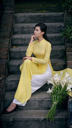 School girl Thang Long University finals thanks to the advantage of a beautiful long dress Source by Vietnamese Traditional Dress, Vietnamese Dress, Traditional Dresses, Beautiful Long Dresses, Beautiful Asian Girls, Asian Style Dress, The Face, Female Poses, Ao Dai