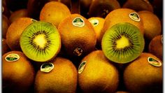 Over 9 Kiwi Fruit Benefits – Boosting the Immune System, Vision, and Heart Health Kiwi Fruit Benefits, Kiwi Health Benefits, Health And Wellness, Health Tips, Can You Can, Heart Health, Seed Oil, Raw Vegan, Natural Oils