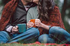 Fall engagement pictures with blankets and coffee! Brett Birdsong Photography.