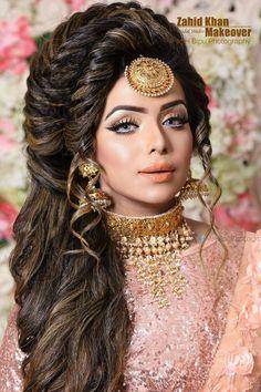 Indian Muslim Bride, Muslim Brides, Pakistani Bridal Hairstyles, Bride Hairstyles, Indian Bridal Makeup, Asian Bridal, Bridal Makup, Indian Bridal Outfits, Bridal Looks