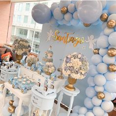 Balloons can be one of the most inexpensive and simple decoration for any party, weddings or holiday celebrations. Idee Baby Shower, Boy Baby Shower Themes, Baby Shower Balloons, Baby Shower Gender Reveal, Baby Boy Shower, Baby Shower Table, Balloon Decorations, Birthday Decorations, Bany Shower Decorations