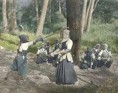 People practicing kendo, Japan, ca. 1921 #kendo #budo #giappone #fotografia