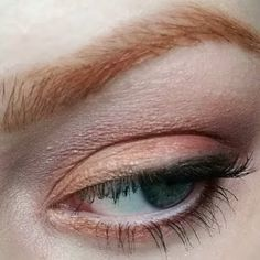 Stay sweet with Stephanie's GoldenPink eyelook crafted with @ITCosmetics gifted makeup!