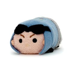 General Veers has had a cute Tsum Tsum makeover with this Star Wars mini soft toy! Complete with a 3D helmet and goggles, the stackable softie is ready to join your Star Wars Tsum Tsum collection.
