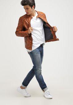 ¡Consigue este tipo de chaqueta de cuero de Freaky Nation ahora! Haz clic para ver los detalles. Envíos gratis a toda España. Freaky Nation DYLAN Chaqueta de cuero burned orange: Freaky Nation DYLAN Chaqueta de cuero burned orange Ropa   | Material exterior: 100% cuero | Ropa ¡Haz tu pedido   y disfruta de gastos de enví-o gratuitos! (chaqueta de cuero, leather, suede, suedette, faux leather, polipiel, biker, ante, de cuero, lederjacke, chaqueta de cuero, veste en cuir, giacca in cuio)
