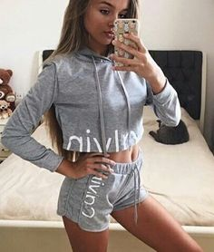 Picture of Anna Zak Sport Outfits, Trendy Outfits, Fall Outfits, Anna Zak, Calvin Klein Outfits, Calvin Klein Pyjamas, Calvin Klein Hoodie, Calvin Klein Jeans, Mode Cool