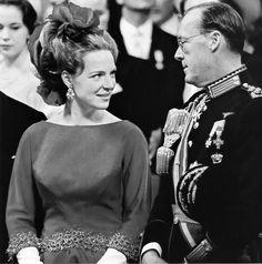 Prinses Irene met haar vader Prins Bernhard tijdens het huwelijk van haar zus Prinses Beatrix, 1966