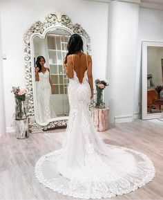 Our #weddingdress crush continues with another one of @jessicacindy_official's designs, beautifully worn here by @prettyfrowns.