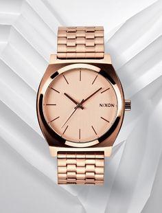 Nixon Time Teller aço ouro rosa. Um óptimo acessório, cheio de versatilidade e estilo. Um complemento ideal para um look descontraído.