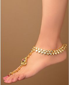 Latest Kundan Jewellery Designs for Asian Ladies Ankle Jewelry, Ankle Bracelets, Anklet Designs, Pakistani Jewelry, Indian Accessories, Latest Design Trends, India Jewelry, Bare Foot Sandals, Toe Rings