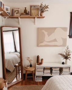 So cute home details. I love this interior design! It's a great idea for home decor. Cozy Home design. Small Bedroom Ideas For Couples, Couple Bedroom, Aesthetic Rooms, Beige Aesthetic, Aesthetic Videos, Home Bedroom, Budget Bedroom, Bedroom Mirrors, Bedroom Small