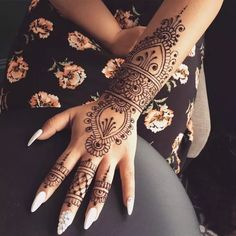 A henna tattoo is a temporary tattoo made with henna. Henna is an Arabic word, referring to a paste that consists of crushed branches, leaves of a Henna plant. Easy Mehndi Designs, Henna Tattoo Designs Simple, Henna Art Designs, Mehndi Simple, Beautiful Henna Designs, Mandala Tattoo Design, Mehndi Designs For Hands, Hand Designs, Henna Style Tattoos