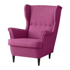 STRANDMON Křeslo ušák IKEA Vysoká opěrka křesla poskytuje extra podporu pro váš krk, a tak se můžete opravdu uvolnit a odpočinout si v pohodlí. Strandmon Ikea, Chill Out Room, Spare Room, Zara Home, Home Gifts, Armchair, Pink, Living Room, Interior Design