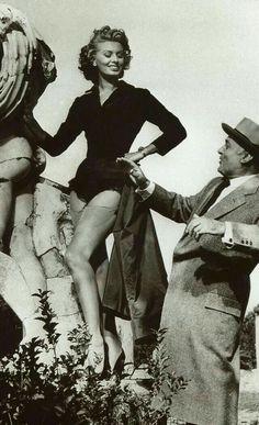 Sophia Loren e Charles Boyer Vintage Hollywood, Hollywood Glamour, Hollywood Actresses, Actors & Actresses, Loren Sofia, Divas, Sophia Loren Images, Cinema, Italian Actress