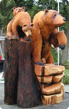 I would love to put this out my pack door. Bear Necessities -- The online gallery of Award Winning Chainsaw Carver Bob King Chainsaw Wood Carving, Wood Carving Art, Wood Carvings, Art Sculpture, Sculptures, Chain Saw Art, Bear Decor, Tree Carving, Wood Creations