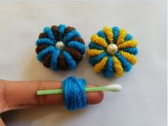 amazing trick, Eazy flower embroidery trick with two colors. Beaded Flowers Patterns, Crochet Flower Patterns, Crochet Flowers, Hand Embroidery Flowers, Hand Embroidery Designs, Embroidery Stitches Tutorial, Embroidery Techniques, Woolen Flower, Yarn Flowers