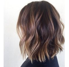 Side parting wavy lob hair style