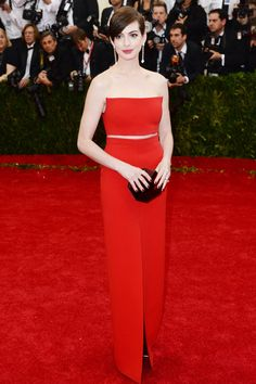 Anne Hathaway at the Met Ball 2014.