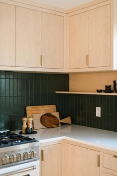 Modern Kitchen Tiles, Mid Century Modern Kitchen, Subway Tile Kitchen, Kitchen Backsplash, Metro Tiles Kitchen, Green Tile Backsplash, Green Kitchen, New Kitchen, Kitchen Dining