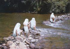 angela-deane-paints-ghosts-on-found-photos-designbom-03