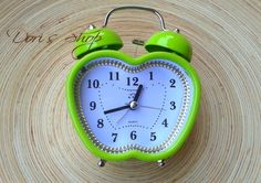 zöld Alarm Clock, Green, Home Decor, Projection Alarm Clock, Homemade Home Decor, Alarm Clocks, Interior Design, Home Interiors, Decoration Home