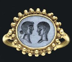 A ROMAN GOLD AND BLACK JASPER FINGER RING -  CIRCA 1ST CENTURY B.C. and 4TH CENTURY A.D.