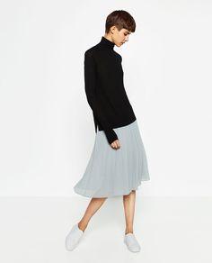 Image 1 de JUPE MI-LONGUE PLISSÉE de Zara