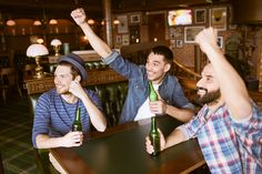 Jovenes chilenos en un bar de Santiago. Jeunes chiliens dans un bar de Santiago