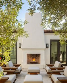 The 10 Most Popular Patio Photos on Houzz Right Now Outdoor Lounge, Outdoor Rooms, Outdoor Living, Outdoor Decor, Outdoor Patios, Outdoor Kitchens, Outdoor Fireplace Designs, Backyard Fireplace, Backyard Patio